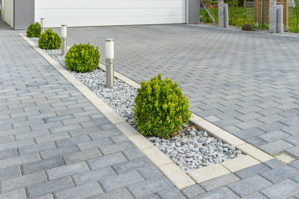 Landscaping Ideas for Your Driveway 1